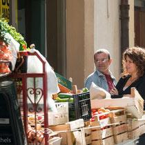 """Cefalù - Kleine """"Piaggios"""" versorgen die Stadt mit Gemüse und Obst"""