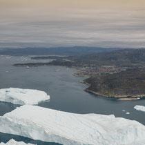 Ilulissat aus der Luft mit der Delphin