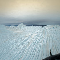 Eisfjord - Eisberge brauchen 12 bis 15 Monate durch den Fjord ins  Meer