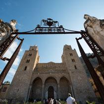 Cefalù - Der Dom San Salvatore, geplant von Roger II. als Dank für seine Rettung vor einem Sturm.