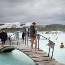 Die blaue Lagune - 38-40 Grad warmes Wasser mit Kieselerdeschlamm