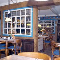 Im kleinen, gemütlichen Café