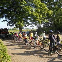 Die 4. Klasse musste im Rahmen der Verkehrserziehung per Rad los.