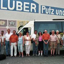 Gruppenbild der Vereinsmitglieder mit den Damen bei H.D. Klüber, Engelhelms
