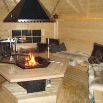 Grillhütte mit offener Feuerstelle