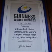 Die Guinness-Plakette für den steilsten Holz-Coaster der Welt