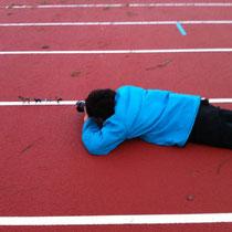 2011.12.4 ポスターの写真撮影。風が強い!