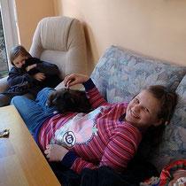 Lina mit Femi und Jaimie mit Yeshi