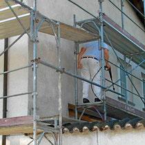 Fassade reinigen vor dem neuen Anstrich in Flüh Solothurn
