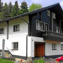 Holzfassade neu mit Dauerschutzlasur behandelt Wölflinswil nachher