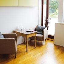 Sitzbereich in der Praxis Ahrensburg