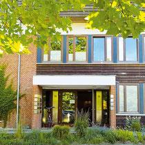 Außenfassade der Praxis Ahrensburg im Allmende Gesundheitszentrum, Bornkampsweg 36