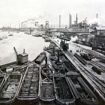 Nordhafen mit Lastkähnen und Motorschlepper, Quelle: Stadtarchiv Duisburg, Datum n.b.