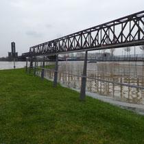 Überflutete Fußgängerrampe zur unteren Promenade, Aufnahmedatum 09.01.2018, Heike Marianne Liwa