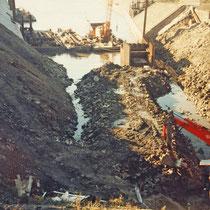 Hafenrückbau, Kanalrohrverlegung für die Dickelsbachverlängerung, Setzen einer neuen Spundwand, Aufnahme-Datum: 1988