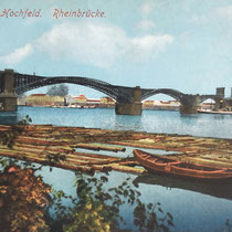 Ansichtskarte, Holzfloß auf der Reede bei Rheinhausen, im Hintergrund die 1. Eisenbahnbrücke von 1873 zwischen Hochfeld und Rheinhausen.