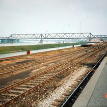 Hafenmole, Südhafen, Gleisanschlüsse und Lagerfläche des Südhafen, Aufnahme-Datum: 20.05.1995