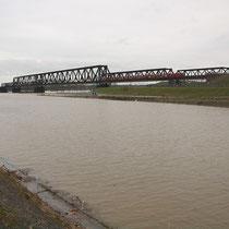 Hochwasser mit Schwemmgut im Kultushafen, Pegelstand Ruhrort 9,82 Meter, Aufnahme-Datum: 15.01.2011