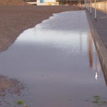 Mit Wasser vollgelaufene Fläche im Wegebereich, Aufnahme-Datum: 28.12.2020