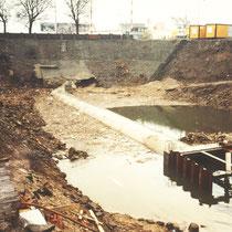 Neuer Rohrkanal für den Dickelsbach, Arbeitserschwernisse durch Hochwasser, Aufnahme-Datum: 1989