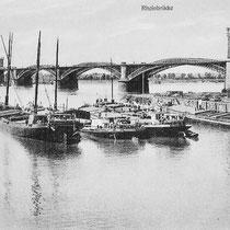 Hafeneinfahrt mit Schiffsverkehr. Ansichtskarte aus Sammlung Weber.