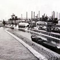 Hafenansicht mit der Hafenmole, Quelle: Stadtarchiv Duisburg, Datum n.b.