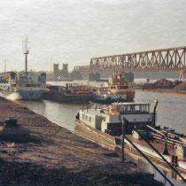 Rhein-See-Schiffe und Motorschiffe im Hafen.