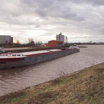Blick über den Kultushafen in Richtung Rhein, Pegelstand Ruhrort 8,45 Meter, Aufnahme-Datum: 08.01.2011