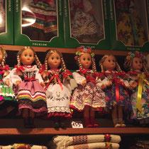 des milliers de poupées