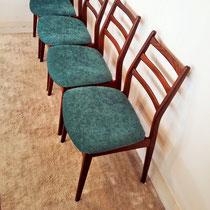 Suite de chaises en teck Casala