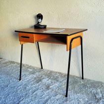 Petit bureau moderniste cuir