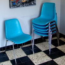 Chaises coque et chrome
