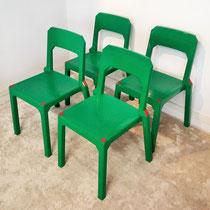 Suite de 4 rares chaises plastiques Stamp