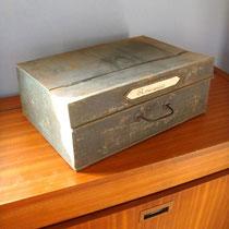 4 boîtes / classeurs métallique