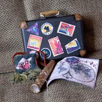 Пеппи. Аксессуары. Подзорная труба,карта всего мира, сумочка для мелочей и конечно знаменитый , видавший виды чемодан