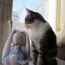 Зайка с шакалаткай. Первое место в совместном пошиве. Текстильная кукла, скрытое пуговичное крепление. Умеет стоять и сидеть сама. Собственность автора