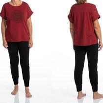 Dames T-shirt, wijnrood, en lange broek, zwart, in 92% bio-katoen met 8% elastaan tricot, Comazo Earth, beschikbaar in de maten 36; 38; 40; 42 en 44