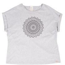 T-shirt in 92% bio-katoen met 8% elastaan tricot, grijs-melange, Comazo Earth, beschikbaar in de maten 36; 38; 40; 42 en 44; prijs: 39,95 €