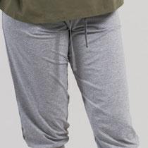 3/4-broek in 92% bio-katoen met 8% elastaan tricot, grijs-melange, Comazo Earth, beschikbaar in de maten 36; 38; 40; 42 en 44; prijs: 46,95 €