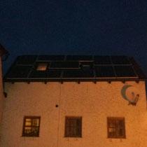 OMSUN Solarmodule auf einem Minidach