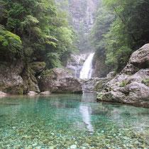 透明度の高い水・前鬼(ぜんき)ブルー