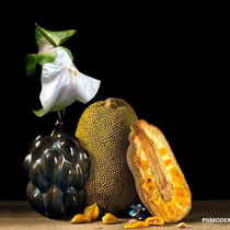 IN PRAISE OF BRUTALIST BEAUTIES, 2020 - Axel salto fruit vase, model «20818» for Royal Copenhagen, 1940 - Ettore Sottsass ring in yellow gold,onyx, lapis-lazuli, turquoise, 1984/86.