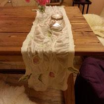 Nuno-Filz-Schal auch als Tischdecke etwas Besonderes