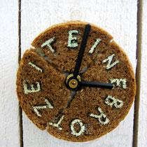 Brotscheibe handbeschriftet, konserviert