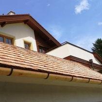 Vordach aus Lärchenholz-Schindeln