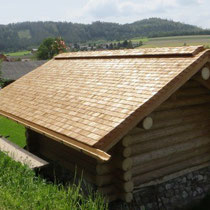 Blockhütte mit Lärchenholzschindeldach www.ritterschindl.at