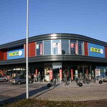 Uitbreiding van een bestaande woonboulevard middels 26.000 m2 nieuwbouw winkels. Werkzaamheden: projectmanagement en bouwkundig tekenwerk.