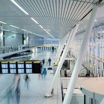 Diverse nieuwbouw, uitbreidingen en verbouwingen van en aan de terminal gebouwen op de luchthaven Schiphol. Werkzaamheden: Bouwkundig bestek.
