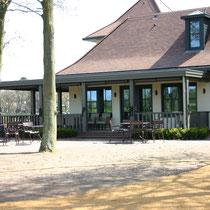 Projectleiding en bouwkundige uitwerking van de gebouwen voor Golfclub Groendael bestaande uit een clubhuis , drivingrange gebouw en greenkeepersloods. Werkzaamheden: bouwkundig tekenwerk.