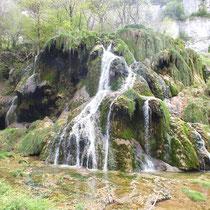 a Proximité de la grotte de Baume les Messieurs - gite de tres bayard - saint claude - jura